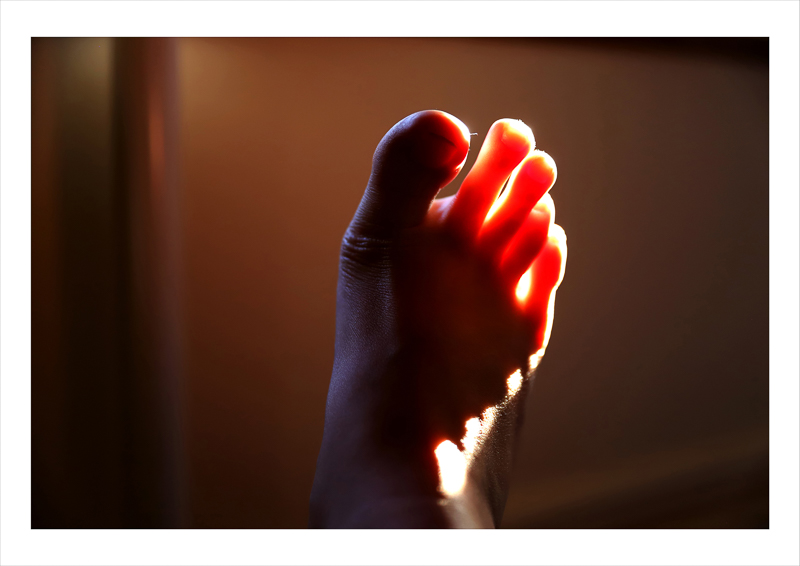Jiayi Lyu - Foot with light on toes
